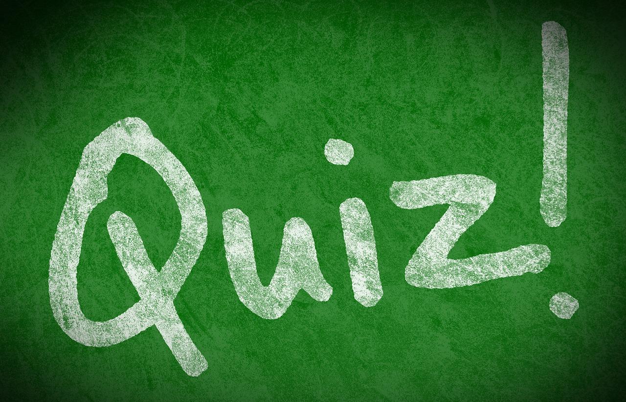 Quiz-brettspiel-erwachsene-kinder-familie-wissen