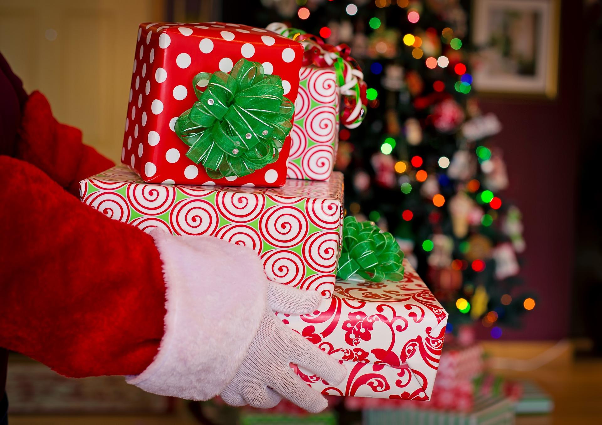 Super Weihnachtsgeschenke überreicht vom Weihnachtsmann